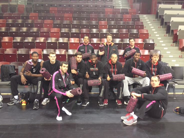 Telekom Baskets Bonn with BLACKROLL special edition in BLACK/PINK