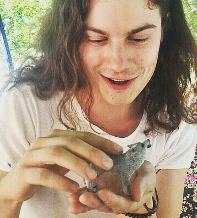 BØRNS Stream of #Dopamine 😀🐈 #lollapalooza2015 What animals? #børns #borns #bornsmusic #garrettborns 📷: #yungwolf1