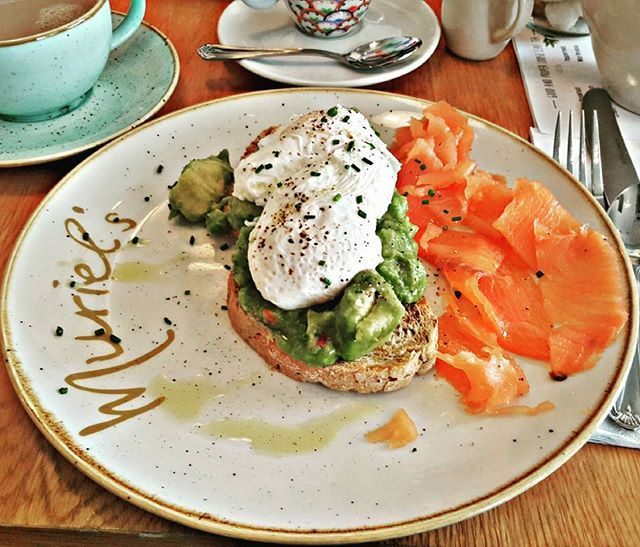 🍳🐡🌱 Poşe Yumurta, Somon, Avokado aşkı 😍 Poached eggs on avocado with smoked salmon @murielskitchen #murielskitchen #poachedeggs  Yummery - best recipes. Follow Us! #veganfoodporn