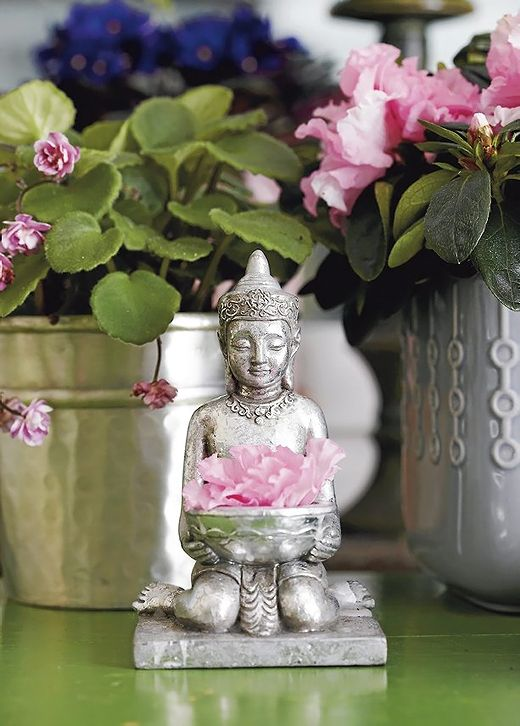 *Дизайн и декор* I don't know what language this is...can anyone translate this for me?   A beautiful buddha and flower