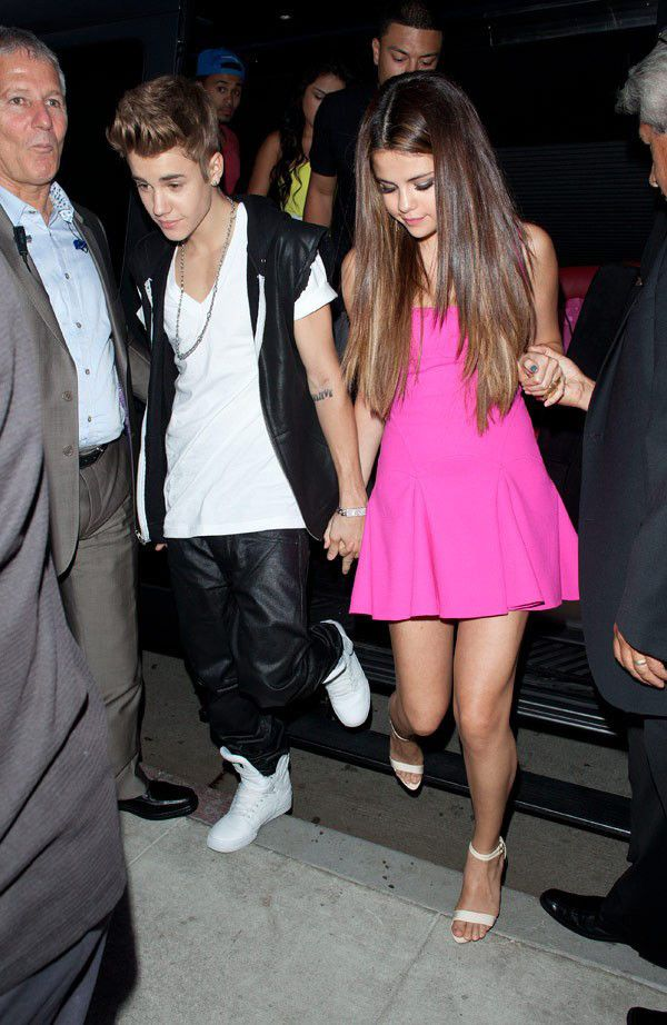 Justin Bieber & Selena Gomez enjoy a night out at Il Cielo restaurant in Beverly Hills on July 22, 2013. (SplashNews)