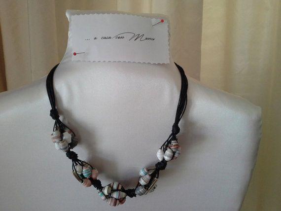 Collana con perle di carta  intreccio nero  fatta di Acasaconmanu
