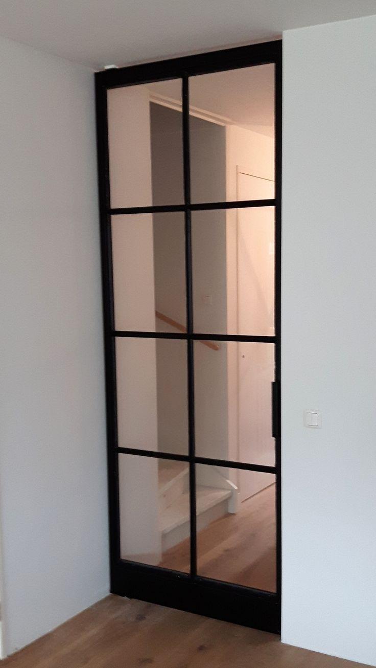 Taatsdeur met 8 vlakken en FritsJurgens systeem. Geproduceerd en geplaatst door Mijn Stalen Deur.