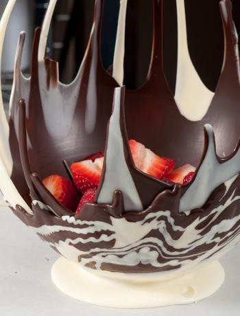 What you'll need for one large bowl -1 large balloon - make sure the rubber is thick-ish, or else the balloon might pop! -cellotape -1 medium sized bowl -200g dark or milk chocolate -200g white chocolate -baking paper -a sharp knife -a sweet filling of your choice, such as strawberries and cream
