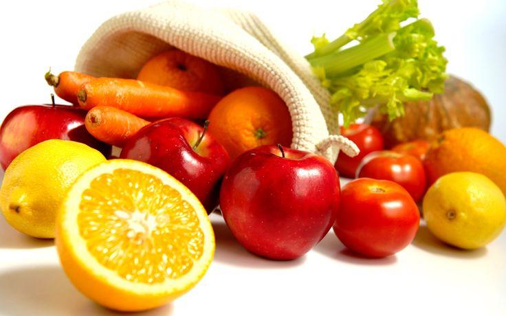 En un mundo cada vez más urbanizado se ha incrementado el acceso a frutas y verduras que están fuera de temporada y podemos disponer casi de cualquier producto todos los días del año.  Sin embargo, el consumo de alimentos de temporada nos aporta innumerables beneficios.