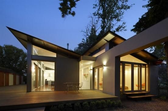 Modern Single Story House Architecture–front outdoor view
