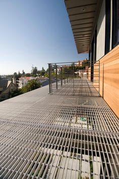 Balcon Con Piso De Malla Industrial Locales El Grullo