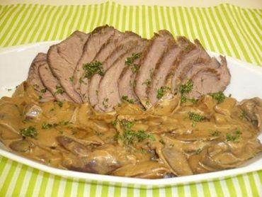 Receita de Carne assada ao molho de cebolas - Tudo Gostoso
