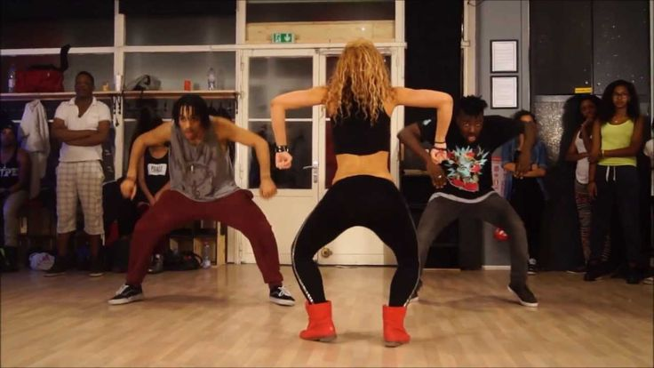 Okay, so I'm watching thinking it's a dance group and then all of a sudden they switch to a huge room with a ton of people who they are teaching the dance to! I'm jealous. I would love a dance workout like this. Wizard ft. Chedda & Nyanda- Like a Pro - New dancehall Choreo by Aya