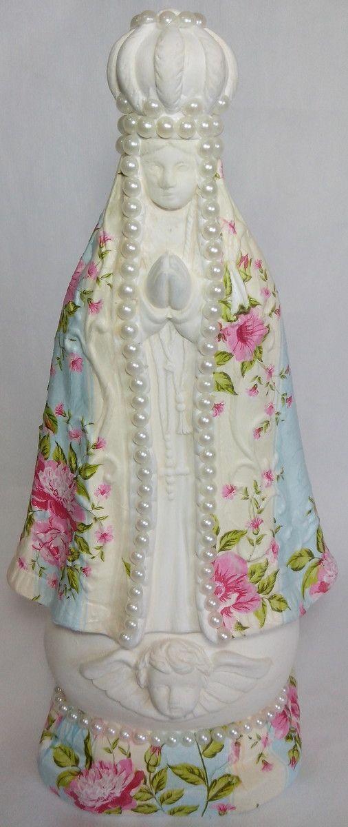 Nossa Senhora Aparecida, em gesso com acabamento em decoupagem e detalhes com pérolas.    IDEAL PARA PRESENTEAR QUEM VOCÊ GOSTA A QUALQUER ÉPOCA DO ANO!!!
