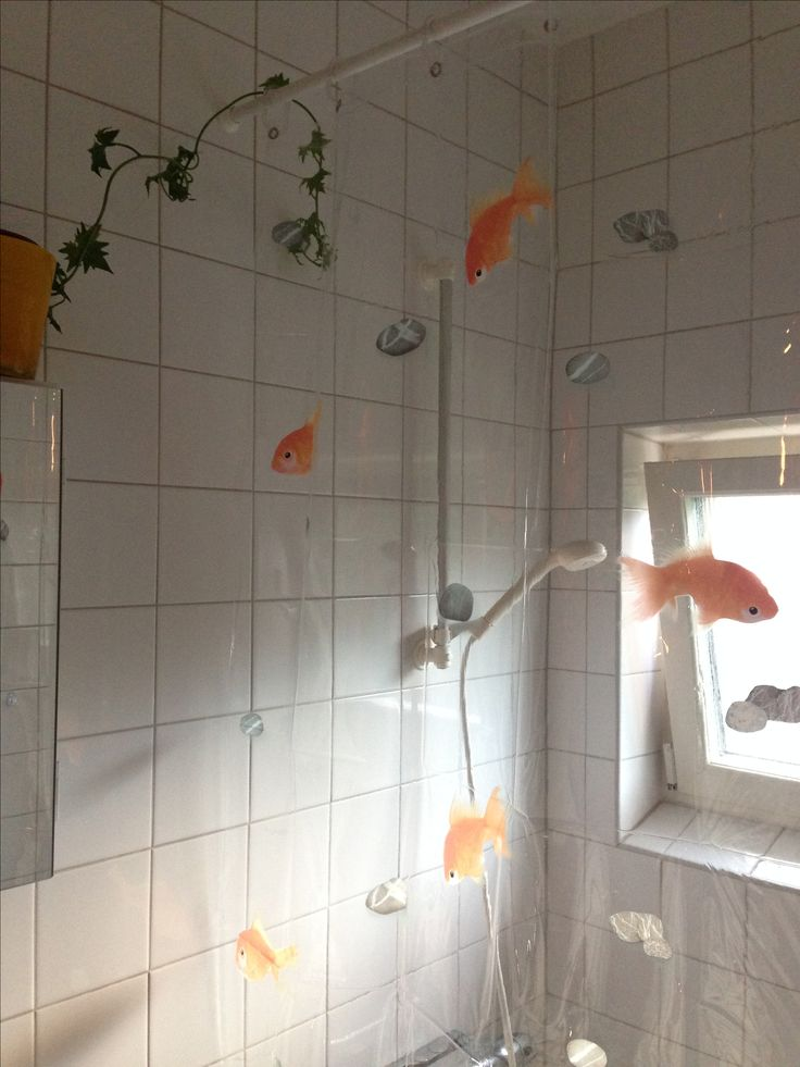 Transparent shower curtain. Spirella Goldfish orange. Ivy. Bathroom window.