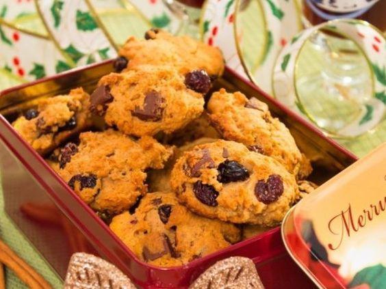 Овсяное печенье с изюмом, орехами и коньяком