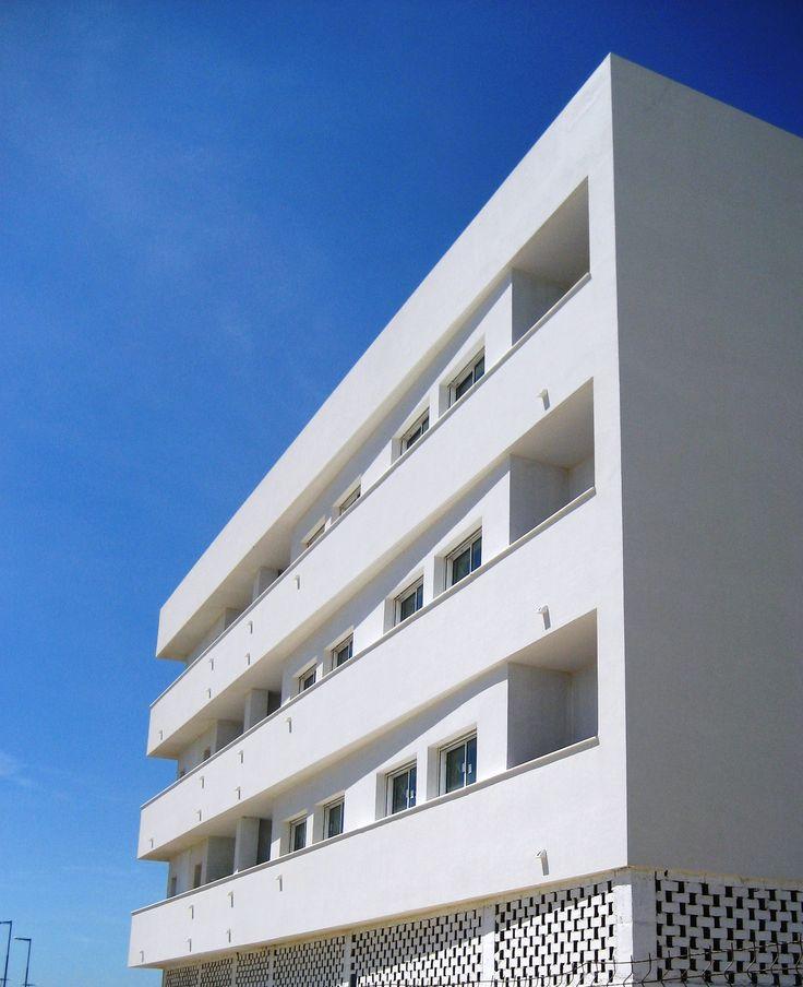 M s de 25 ideas incre bles sobre fachadas de edificios for Fachadas edificios minimalistas