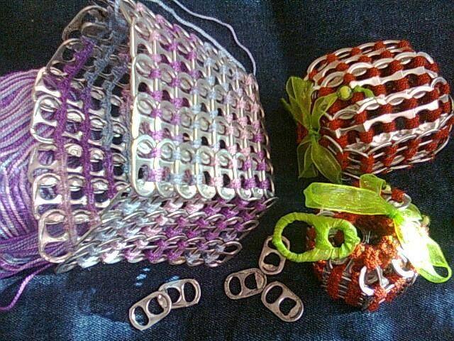 un bolsito de tabs a crochet que aun no termino