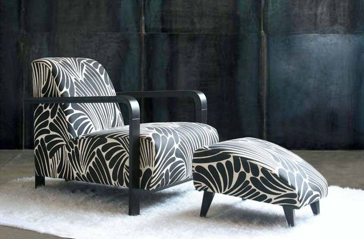 Sydney's Signature Prints are custodians of the Florence Broadhurst design library, and re-released the designs in the early 2000s. They made a conscious decision to promote Broadhurst's designs overseas.