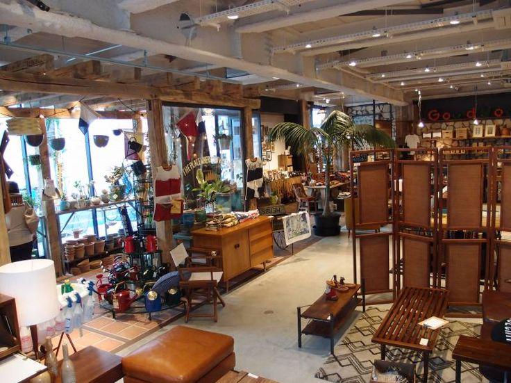 東京都内には、個性的で味のあるおしゃれなアメリカン家具、ヴィンテージ家具、アンティーク家具を扱ったインテリアショップがたくさんあります。本格的なアメリカン家具を求めるなら、現地から直輸入しているショップを中心に、目を向けてみるのがおすすめです。
