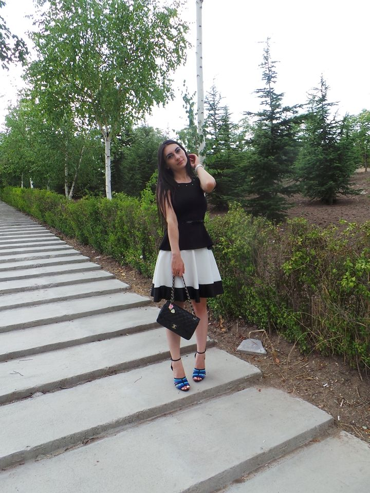 moda bloggerı ünlü moda bloggerları ne giydim beyaz etek siyah peplum bluz zara ayakkabı mavi chanel çanta sokak stili en iyi moda blogları fashion blog pembe ruj bugün ne giysem blog blogger love Ne Giydim / Beyaz Etek