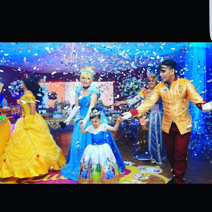 Magic Kingdom Princess Party  Idea, diseño, creación, logística y montaje: @db_designerboutique  Apoyo logístico, montaje y personalizados: @atelier_creativ0  Recreación: @wow_recreacion  Fotografía: @dckstudio  Repostería: @nachosdesserts  Alquiler: @tueventoalquiler  Diseño traje cenicienta: @almacenprincces  Diseño traje nueva princesa: @cielo_fnl  #magickingdom #magic #princessparty #princess #princesas #party #partygirls #unmundoideal #cinderella #jasmine #bella #aurora #rapunzel…