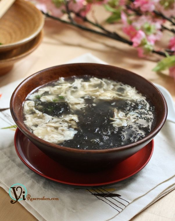 Seaweed egg drop soup-•1 sheet of zicai / dried seaweed (??)  •2 egg, beaten  •3 cup chicken stock  •Sliced ginger  •2 tbsp corn starch, mixed with 3 tbsp of water  •Salt and pepper  •1 tbsp dried baby shrimp  •Chopped scallion for garnishing