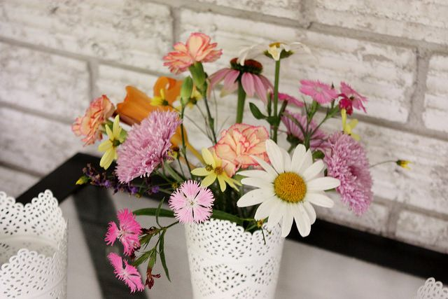Simple Summer Flower Centerpieces {from Small Home Big Start}