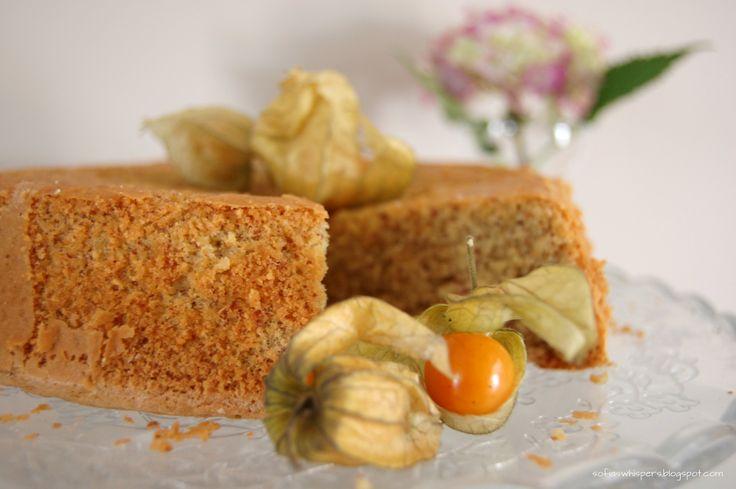 Light almond cake