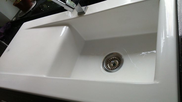 Bluci Vecchio DS2 single bowl contemporary style kitchen sink in white