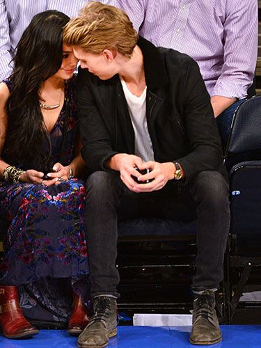 Vanessa Hudgens and Austin Butler #love #PDA #cute