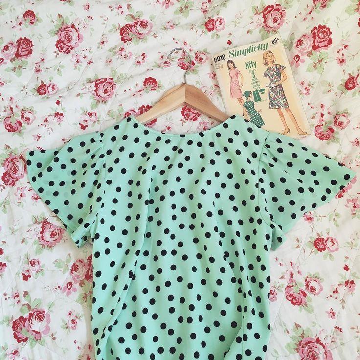 Here it is! PL: Gotowa! #simplicity6910 #vintagepattern #sewing #vintagesewing #instasew #memade #diy #love #polkadots #minygreen #dress #retrofashion #szycie #wroclawszyje #tkaninyDarpol #grochy #miętowy #sukienka #moda #rękodzieło #polishblogger