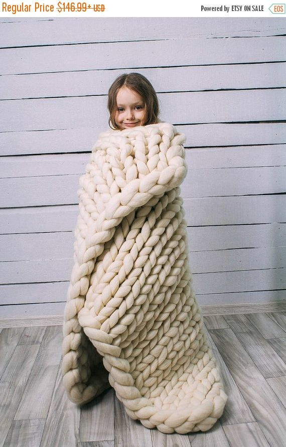 25 best ideas about chunky knit blankets on pinterest arm knitting yarn chunky yarn blanket. Black Bedroom Furniture Sets. Home Design Ideas
