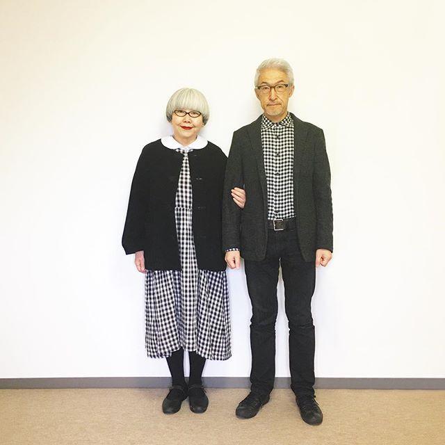 モノトーンチェック⚫️⚪️ bonはオールUNIQLO pon ・コート(tricot COMME des GARÇONS ヤフオク) ・ワンピース(楽天) ・ブラウス(楽天) #couple #over60 #fashion #coordinate #outfit #ootd #instafashion #instaoutfit #instagramjapan #greyhair #夫婦 #60代 #ファッション #コーディネート #夫婦コーデ #今日のコーデ #グレイヘア #白髪 #共白髪