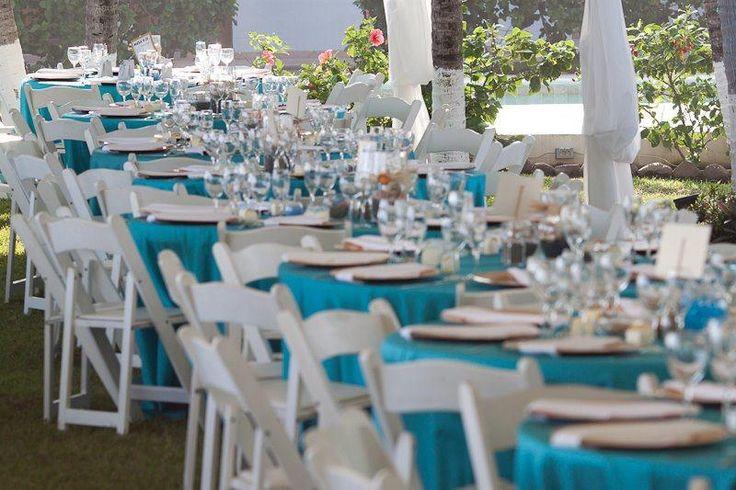 Almuerzo con sillas plegables blancas en madera folding for Sillas para quinceaneras