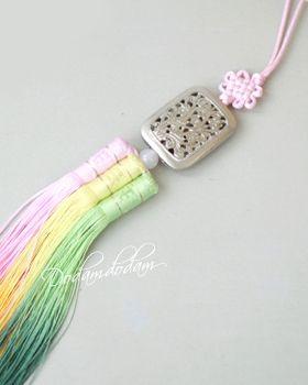 hanbok accessory Norigae W6,000 노리개.눈물고름 http://dodamdodam.com/goods_list.php?Index=503
