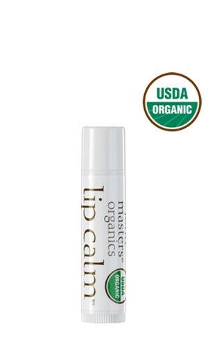 John Masters Organics Lip Calm Doskonały balsam do pielęgnacji ust. Wygładza, nawilża, zapewnia skuteczną ochronę przed szkodliwymi warunkami atmosferycznymi. Ma bardzo przyjemny, miodowo cytrusowy zapach. Podstawowe składniki balsamu, olej jojoba i oliwa z oliwek od wieków cenione są za wyjątkowe  właściwości pielęgnacyjne. Organiczne i Naturalne Kosmetyki I joberry.pl I