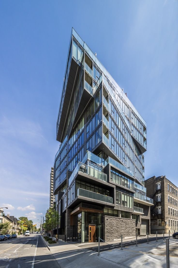 Completed in 2016 in Toronto, Canada12 degrees was designed as an urban infill project, fitting into the context of a mixed use residential area where the city block has buildings that...