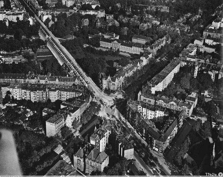 Plac Grunwaldzki w latach 30-tych XX wieku. Widok od zachodu w kierunku mostów: Szczytnickiego i Zwierzynieckiego.Rok 1934
