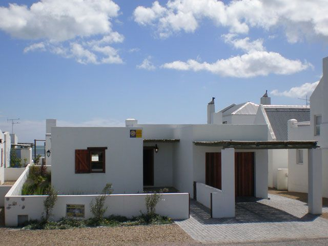 Kreefnes is a beautifully decorated, cosy home, ideal for two couples, located 120 m from the beach in the charming seaside village of Paternoster on the West Coast.   The unit is fully equipped for self-catering and features an open-plan living, dining ... #weekendgetaways #paternoster