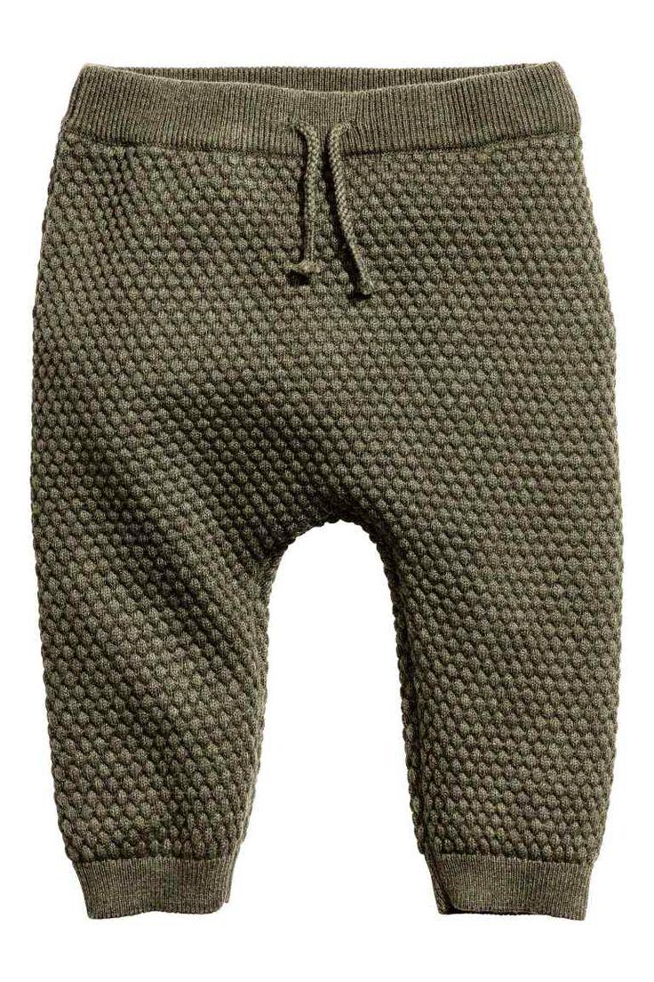 Pantalon au point de riz: EXCLUSIVITÉS BÉBÉ/CONSCIOUS. Pantalon au point de riz en doux coton bio. Modèle avec élastique…