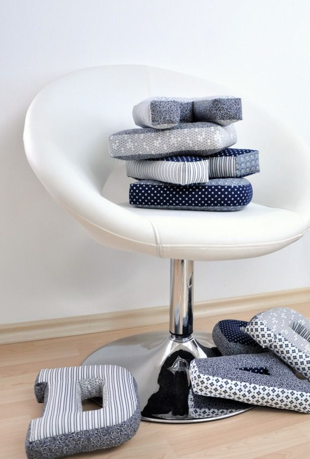 die besten 17 ideen zu buchstaben kissen auf pinterest. Black Bedroom Furniture Sets. Home Design Ideas