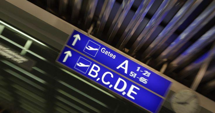 Cómo ubicarse en el aeropuerto DFW . Cómo ubicarse en el aeropuerto DFW. El Aeropuerto Internacional de Dallas-Fort Worth es uno de los aeropuertos más grandes de Estados Unidos. Para los pasajeros que están en el aeropuerto por primera vez les es difícil ubicarse debido a su gran tamaño. Para hacer que tu viaje sea fácil y sin ningún inconveniente solo debes seguir los pasos que te ...