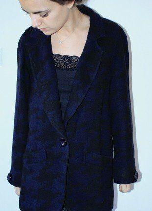 À vendre sur #vintedfrance ! http://www.vinted.fr/mode-femmes/manteau-boyfriend/28237492-veste-demi-saison-blazer-oversized-motifs-carreaux-jacquard-noirbleu-limited-edition-t38