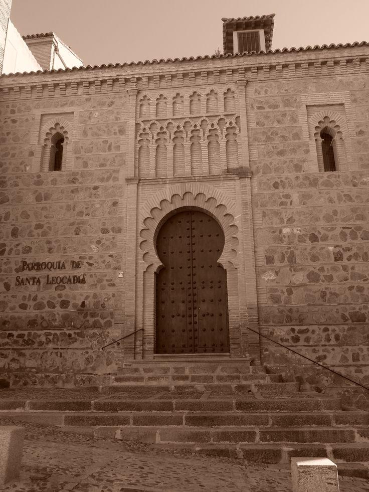 Iglesia de Santa Leocadía. Fachada norte.Una de las joyas del mudéjar en Toledo. Esta iglesia es de finales del siglo XIII, debiendo existir otra anterior del siglo XII