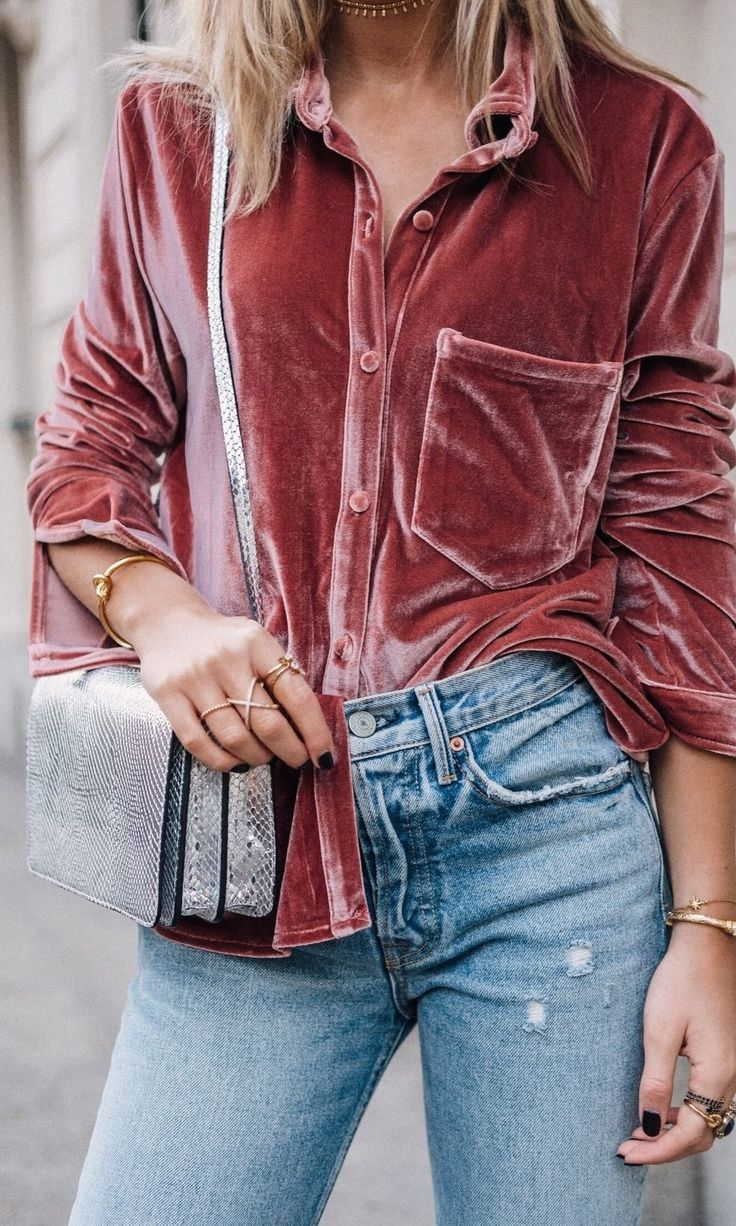 GRLFRND denim is our newest obsession. Here is a light wash vintage style pair topped with a crushed velvet mauve button down. The silver cross-body bag is a great touch..