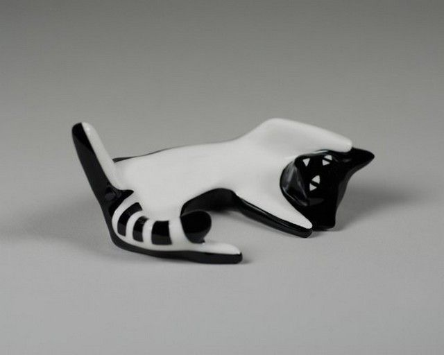 Porcelain cat figurine designed by Lubomir Tomaszewski and produced by Fabryka Porcelany AS Ćmielów (Poland) - 2006