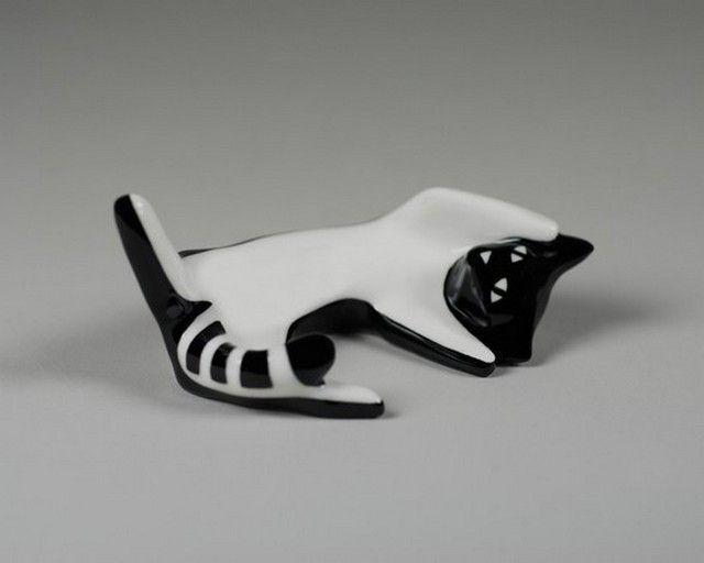 Porcelain cat figurine designed by Lubomir Tomaszewski and produced by Fabryka Porcelany AS Ćmielów (Poland) - 2006