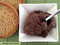 La crema di yogurt al cioccolato light è soffice e golosa, tanto buon yogurt greco e cacao da spalmare o gustare al cucchiaio con frutta e biscotti secchi.