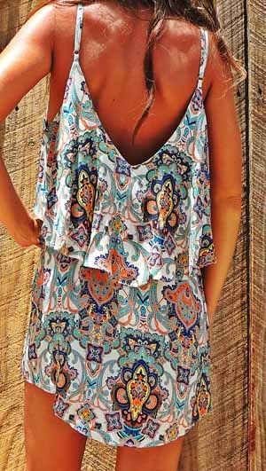 Absolutely in love with this pretty bohemian summer dress. Flattering cut.