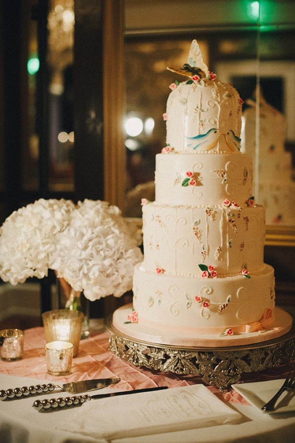 Ashlee Perkins of TIER Luxury Cakes created this masterpiece!