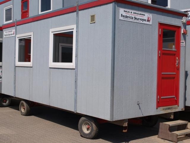 Type 30.  Kontor-/spisevogn til 10 personer.