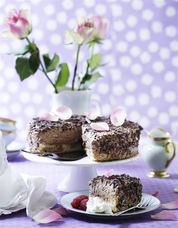 Chokolademoussekage på mandelbund