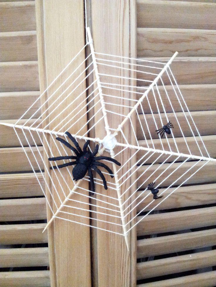 Toile d'araignée pics en bois et ficelle
